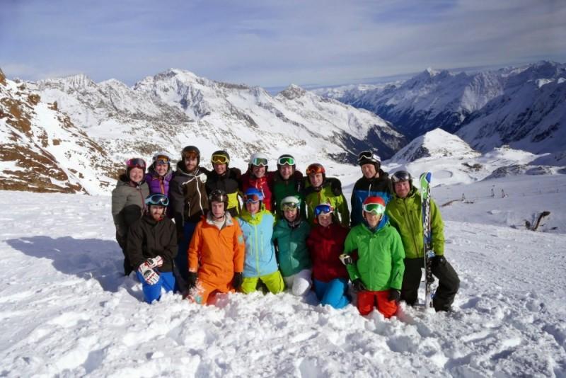 Gruppenbild bei der vereinsinternen Skilehrerfortbildung Anfang der Saison 14.15